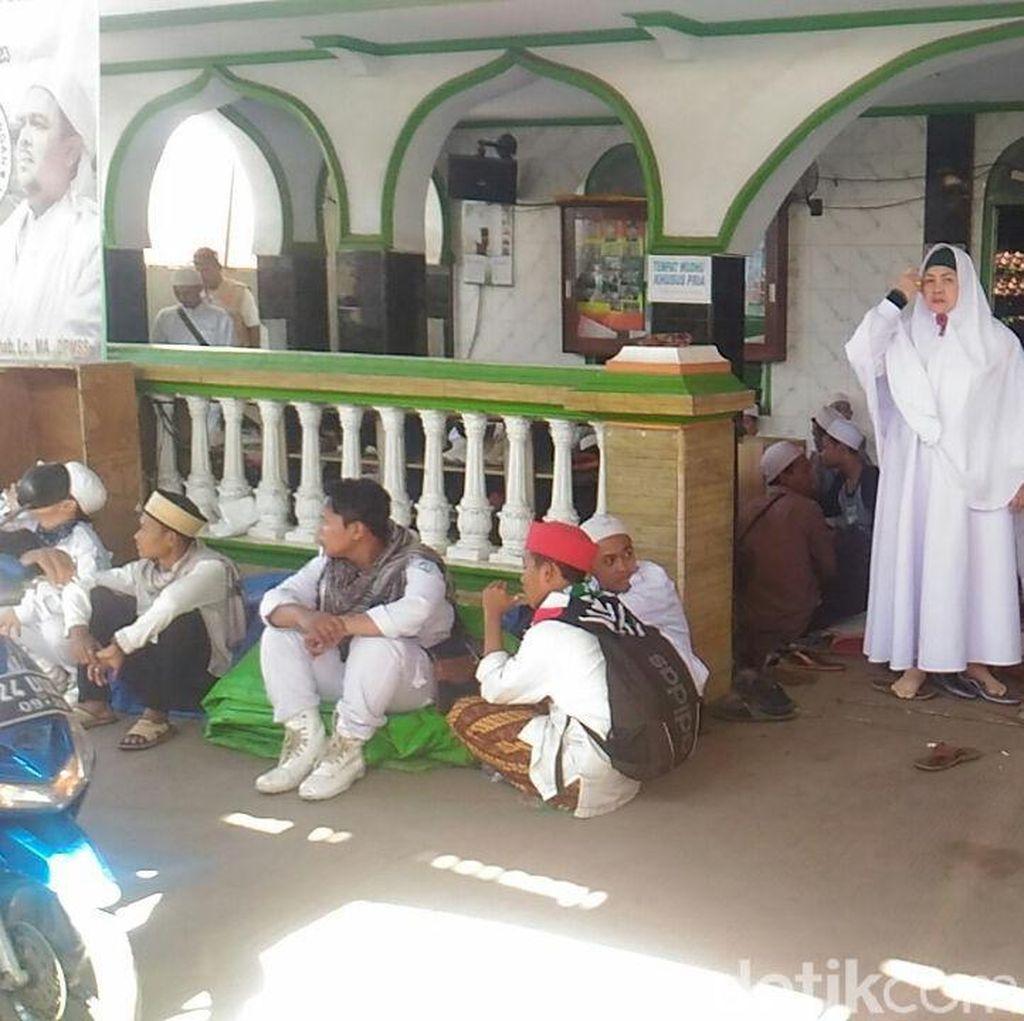 Beragam Tanggapan saat Habib Rizieq Batal Pulang