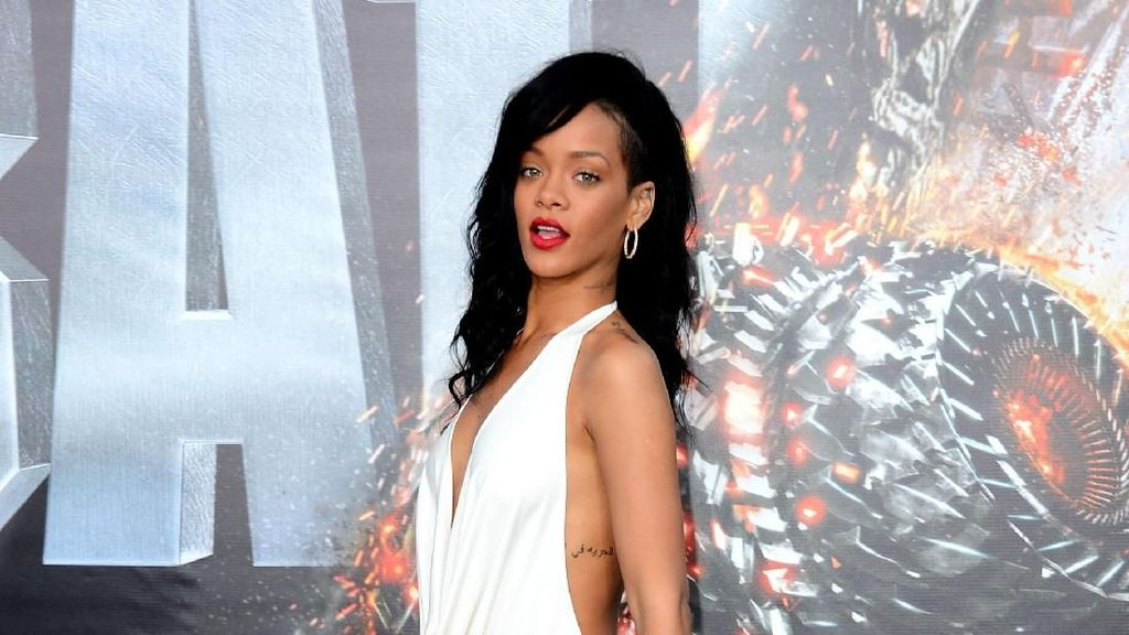 Rihanna Dihadiahi Berlian oleh Chris Brown