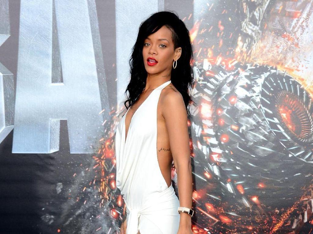 Rihanna Dihadiahi Berlian oleh Chris Brown