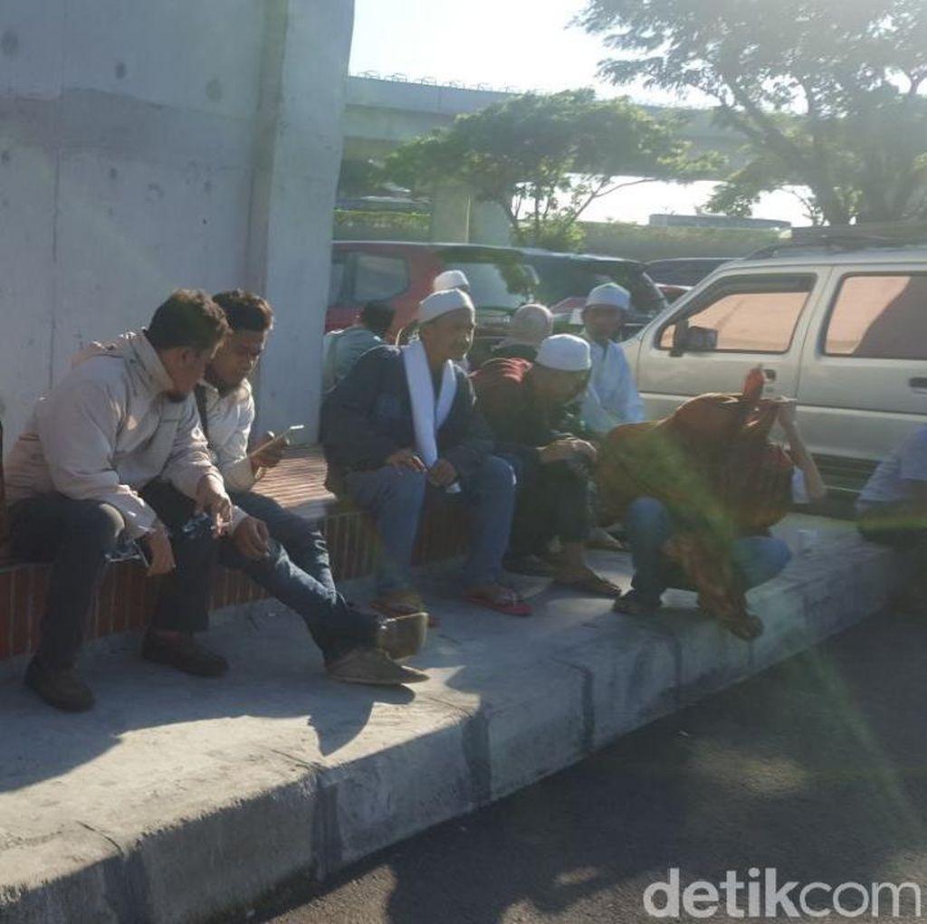 Rizieq Batal Pulang, Penjemput di Bandara Soekarno-Hatta Bubar