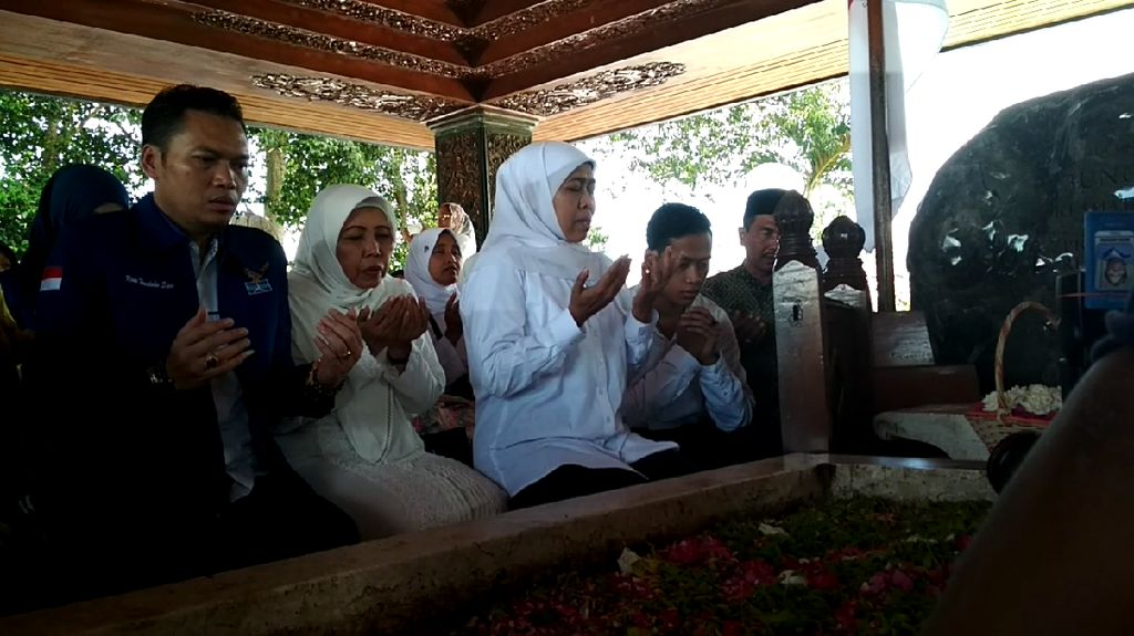 Kampanye di Blitar, Khofifah Ziarah ke Makam Bung Karno