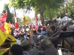 Video Bentrokan Polisi dan Mahasiswa Menolak Revisi UU MD3