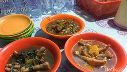 Huaah! Tersengat Nikmatnya Sup Ceker Lapindo dari Sidoarjo