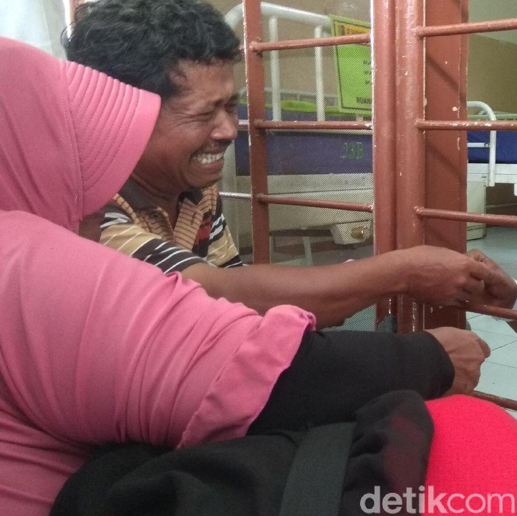 Begini Momen Haru Pertemuan Keluarga dan Penyerang Kiai di Lamongan