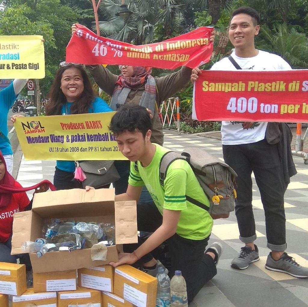 Komunitas Surabaya Kirim Paket Sampah Kemasan Plastik ke Produsen