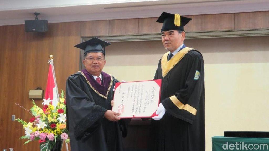 JK Resmi Terima Gelar Doktor Kehormatan dari Universitas Hiroshima