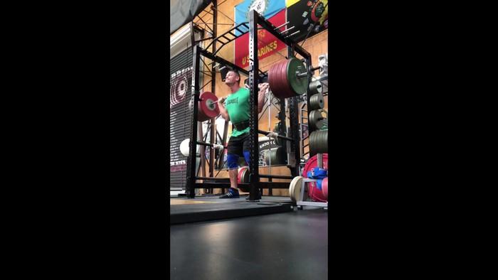 Bagi John Cena, angkat beban bukan sekadar olahraga untuk membentuk otot. Foto: twitter/JohnCena
