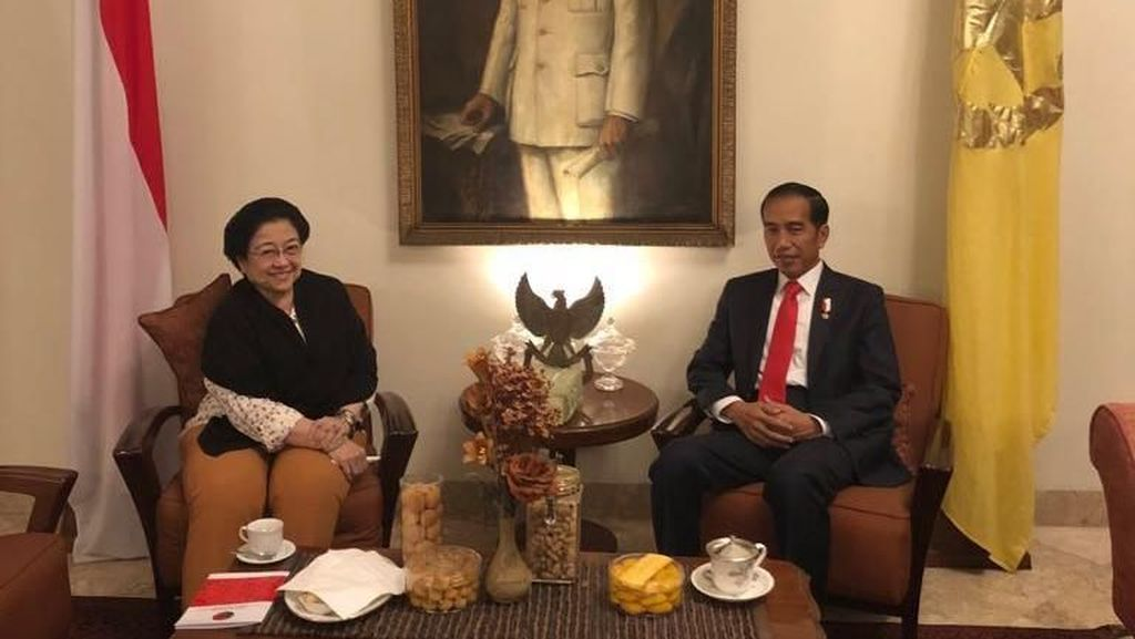 Sambil Santap Nasi Jambal, Mega-Jokowi Bertemu di Batu Tulis Semalam