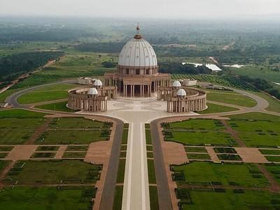 Foto: Gereja Terbesar di Dunia... Bukan di Vatikan Lho