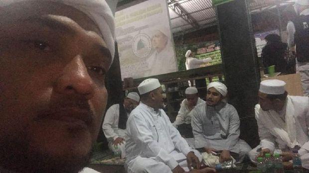 Novel dan beberapa tokoh masih bertahan di Masjid Baitul Amal
