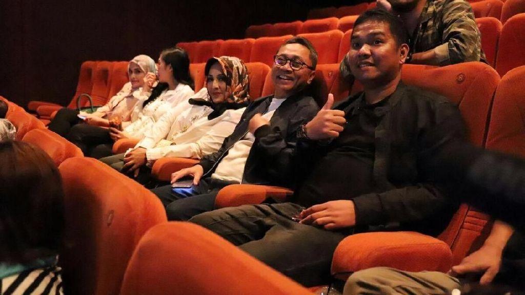 Nonton Dilan Bareng Istri, Zulkifli Hasan Teringat Cinta Masa SMA