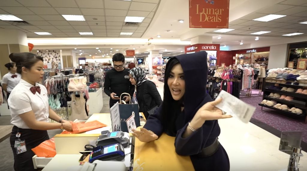 Kala Syahrini Panik Ditantang Belanja Senilai Rp 300 Ribu