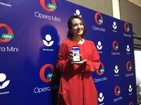 Chelsea Islan Sekarang Hobi Baca Buku Lewat Gadget
