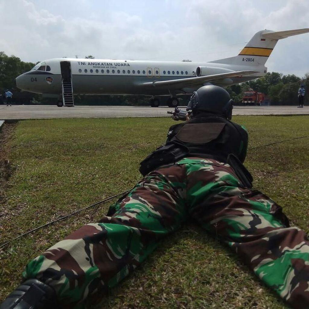 TNI AU Simulai Turunkan Paksa Pesawat Asing yang Melintas Tanpa Izin