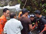 Siswi SMP yang Hilang di Air Terjun Saat Bikin Film Belum Ditemukan