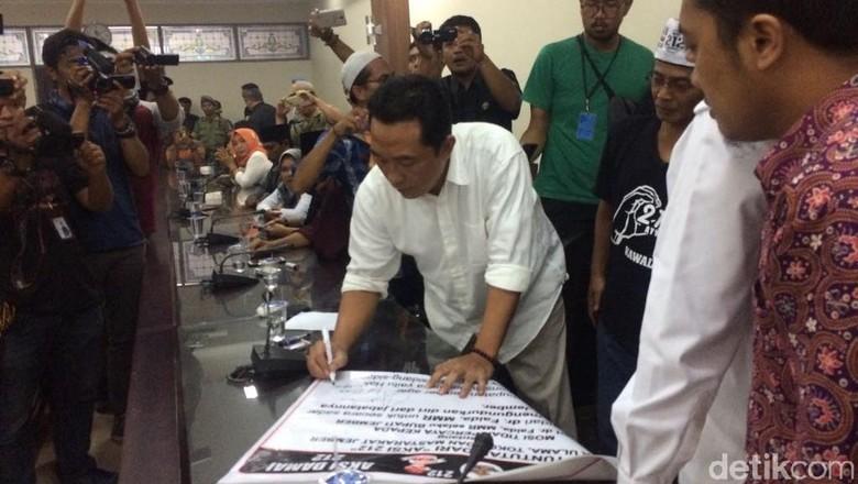 Dua Fraksi DPRD Jember Tanda Tangani Tuntutan Massa Aksi Damai 212