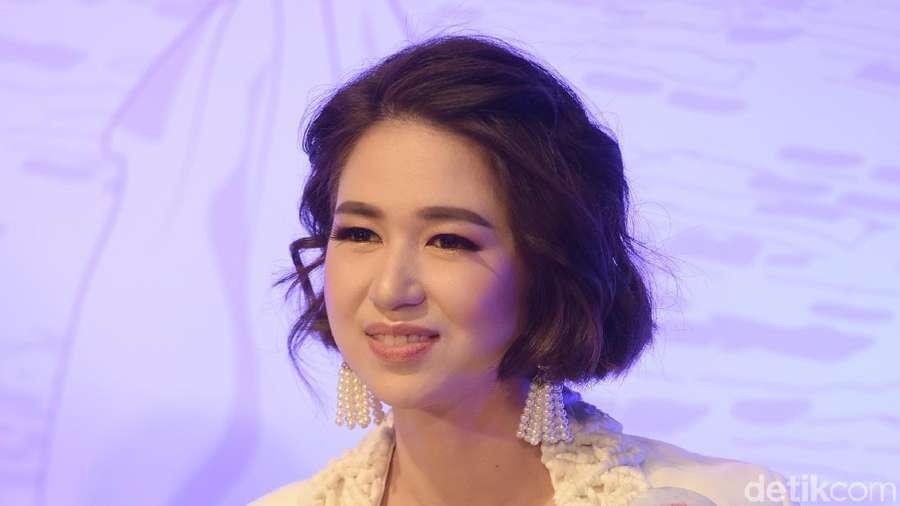 Senyuman Manis Laura Basuki