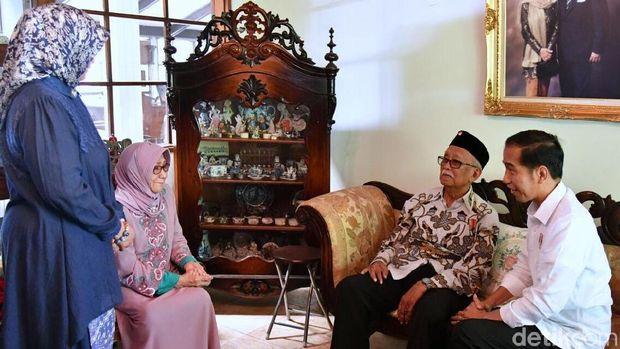 Presiden Jokowi menemui mantan Gubenur Jabar Solihin Gautama Purwanegara, Kamis (22/2/2018)
