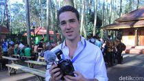 Bule Prancis Pembersih Sampah Citarum Bikin Vlog Bareng Jokowi