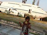Foto: Bangkai Pesawat Tempat Tinggal 1 Keluarga di Bangkok