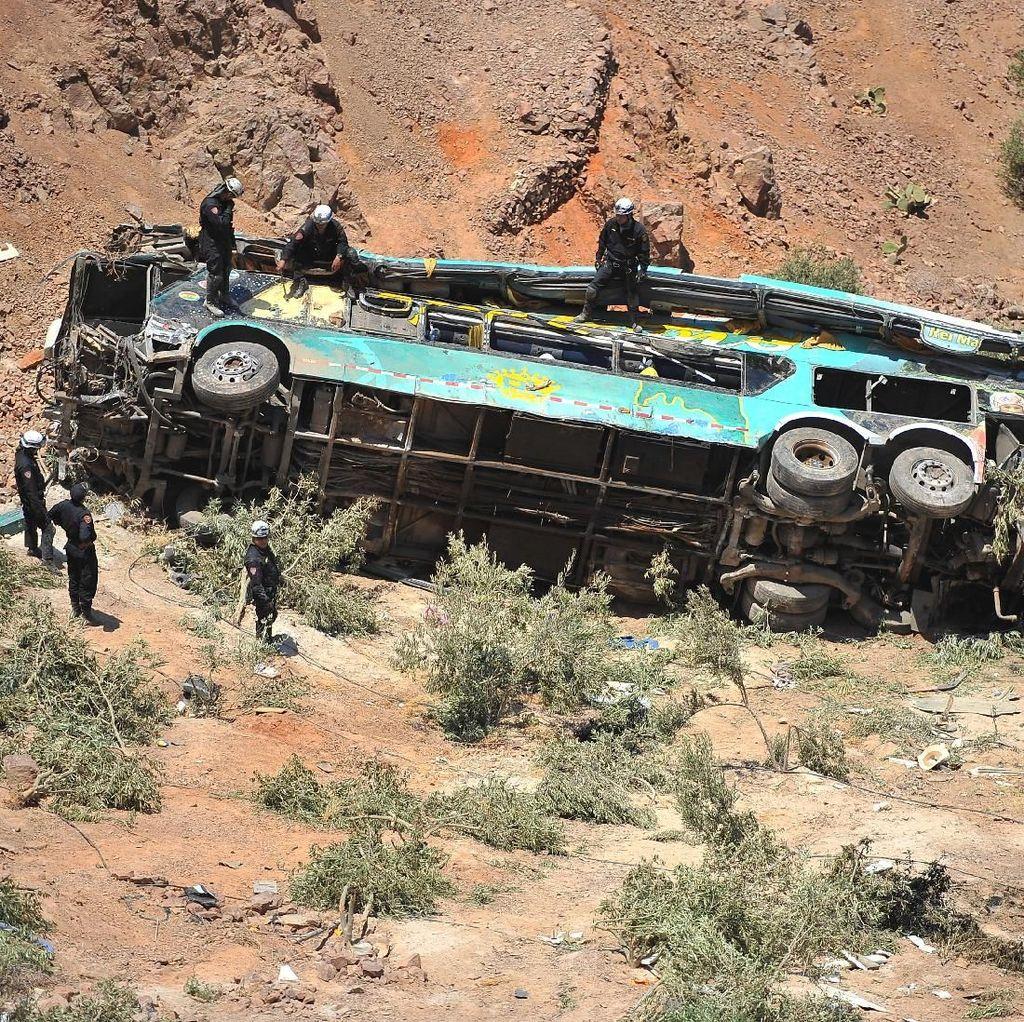 Foto: Ini Bus yang Jatuh ke Jurang Peru dan Tewaskan 44 Orang