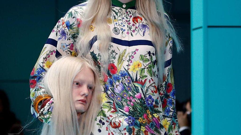Hiii.. Model Tenteng 'Kepala Manusia' di Fashion Show Gucci