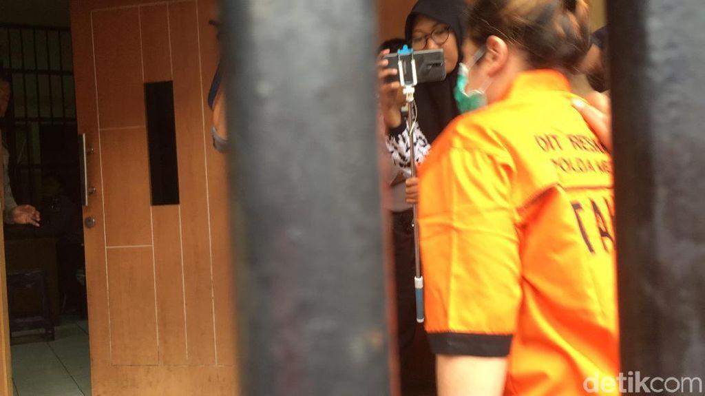 Video: Dhawiya dan Tunangannya Resmi Masuk ke Ruang Tahanan