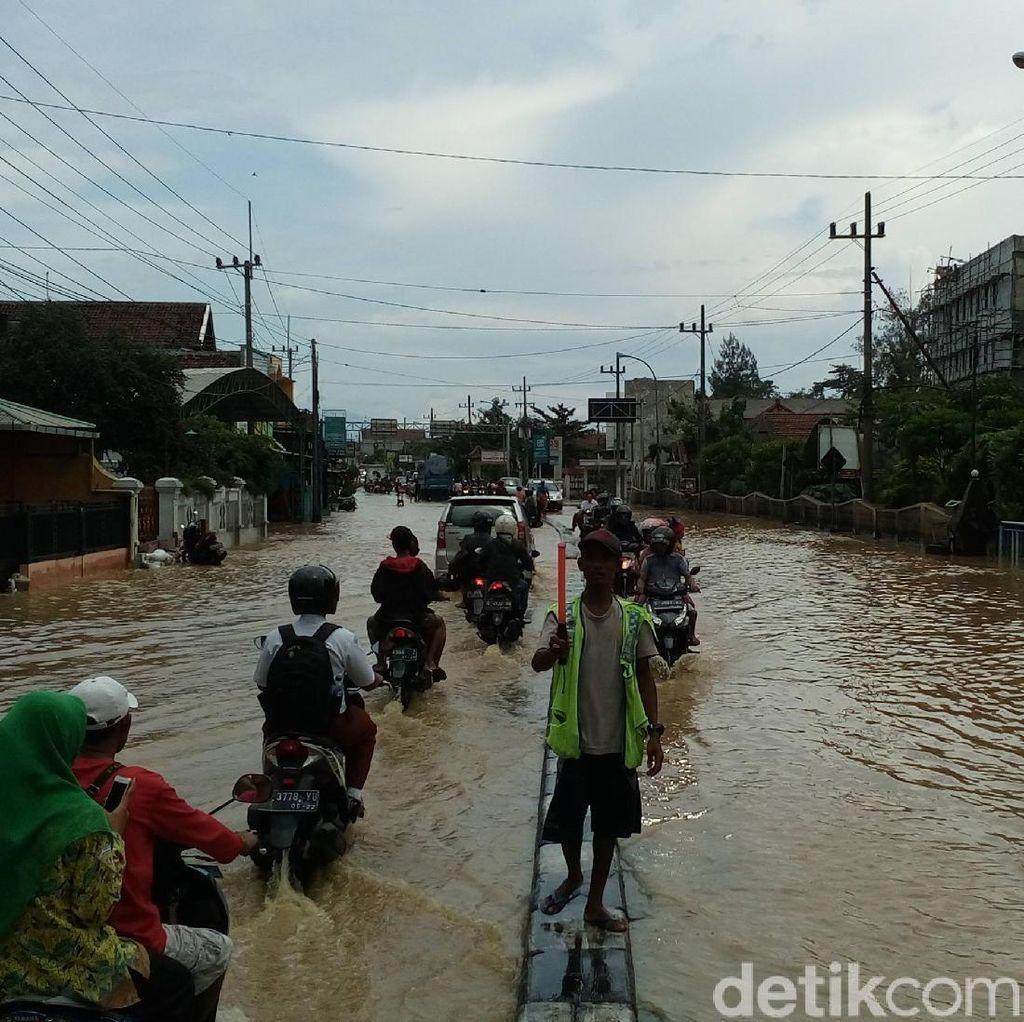Jalur Nasional Jombang Terendam Banjir, Fasilitas Umum Lumpuh