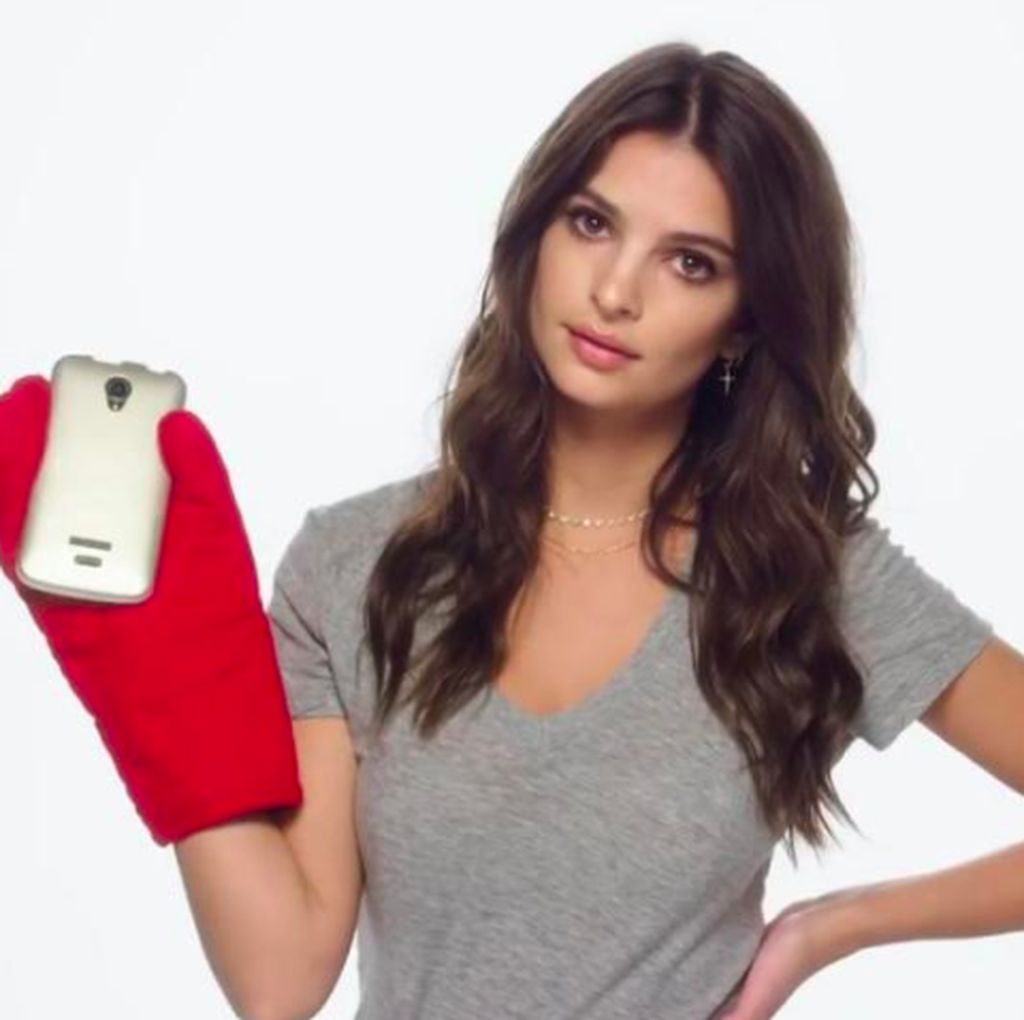 OnePlus Gaet Model Super Seksi Emily Ratajkowski