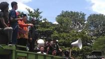 Temui Massa Anti PT RUM, Bupati Sukoharjo Dilempari Botol Minuman