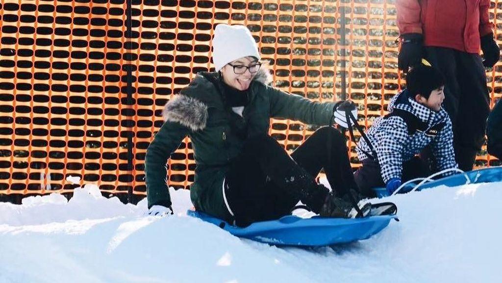 Sehat dengan Cara Menyenangkan ala Yuki Kato: Main Ski