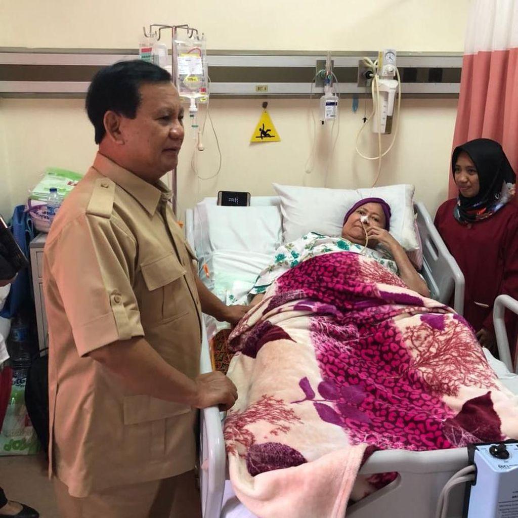 Momen Prabowo Jenguk Ibunda Elang Korban Tragedi Trisakti