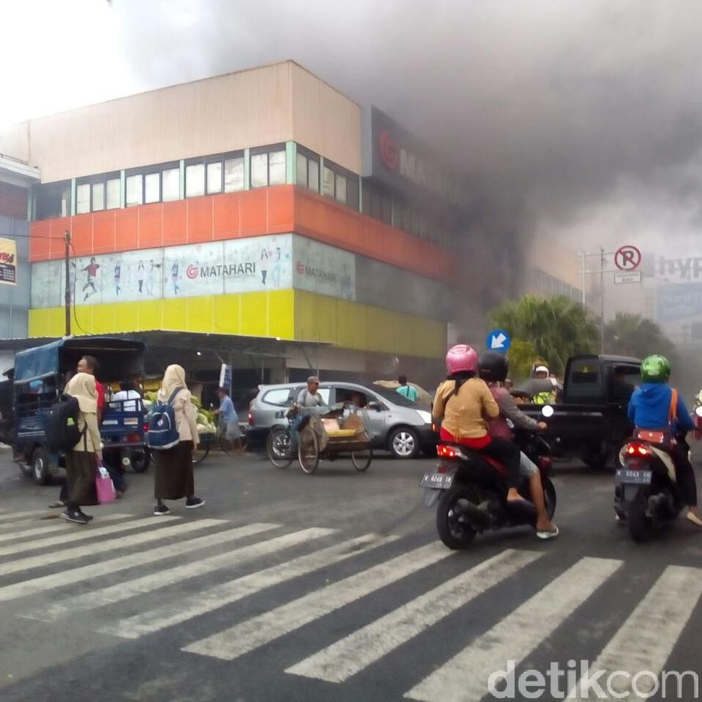 Kebakaran Terjadi di Matahari Mall Kudus
