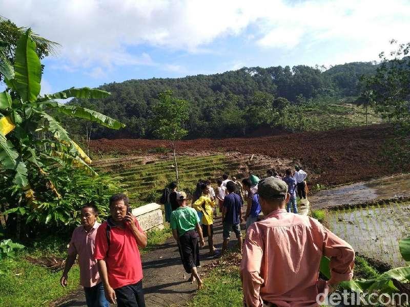 5 Orang Petani Tewas Tertimbun Longsor Brebes, 15 Orang Hilang