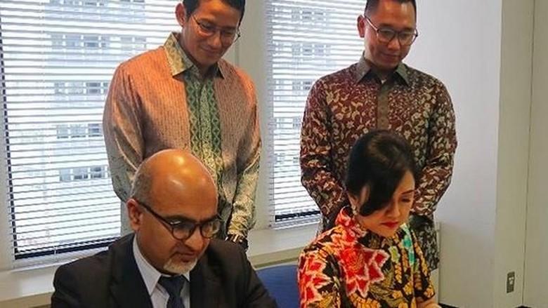 Foto: Sandiaga Uno menyaksikan penanda tanganan kerjasama KADIN Jakarta dan Asosiasi Halal Jepang (@sandiuno/Instagram)