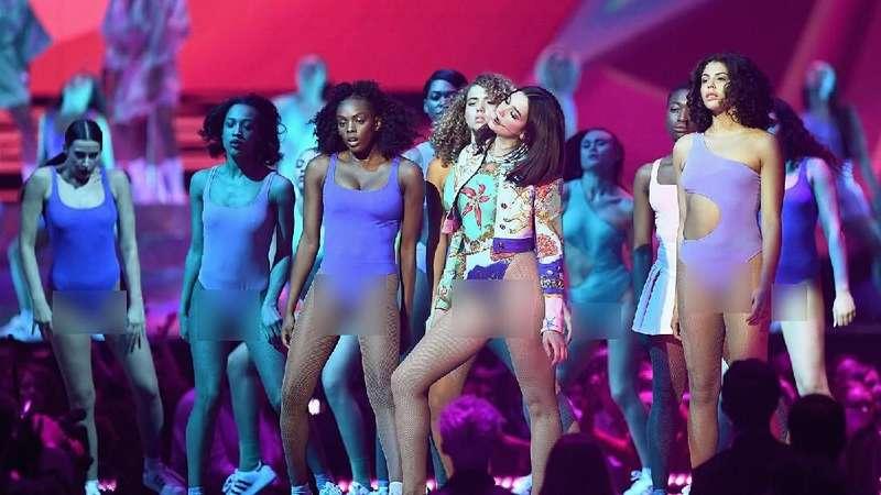 Dua Lipa Super Seksi di Brit Awards 2018