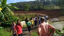 Longsor Timbun Petani di Brebes, 21 Orang Terluka