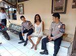 Polresta Cirebon Amankan Orang Gila yang Bawa Pisau
