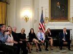 Temui Korban Penembakan Brutal, Trump Sarankan Guru Dipersenjatai
