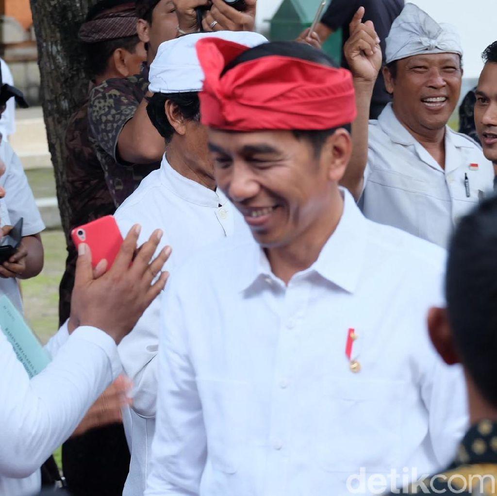 Penampilan Jokowi Pakai Udeng Merah Usai Resmi Jadi Capres PDIP