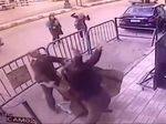 Detik-detik Polisi Selamatkan Anak Terjatuh dari Lantai Tiga