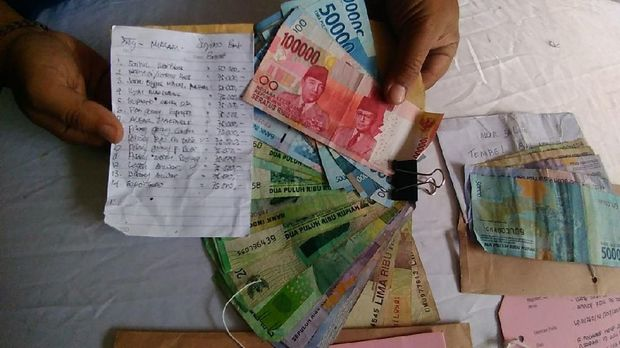 Uang hasil pungli dan catatan PKL yang dipungli
