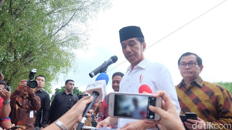 Momen Jokowi Berterima Kasih ke Mega Usai Diusung Jadi Capres PDIP