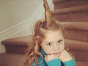Rambutnya dibentuk unicorn oke juga ya. (Foto: Instagram @jei_rt)
