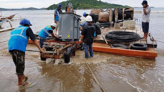 Terangi Pulau di NTB, PLN Bangun Kabel Bawah Laut 20 kV
