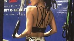 Anne Nakamura adalah salah satu artis Jepang yang terkenal karena memiliki tubuh seksi ideal. Di media sosial ia kerap menunjukkan rutinitas olahraganya.