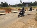 Bikin Sebel, Jalan Dekat Proyek Tol Cijago Rusak