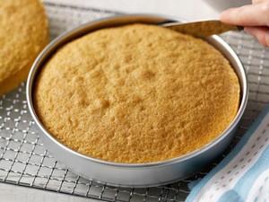 Ini Cara Benar Melapisi Loyang Kue dengan Kertas Roti
