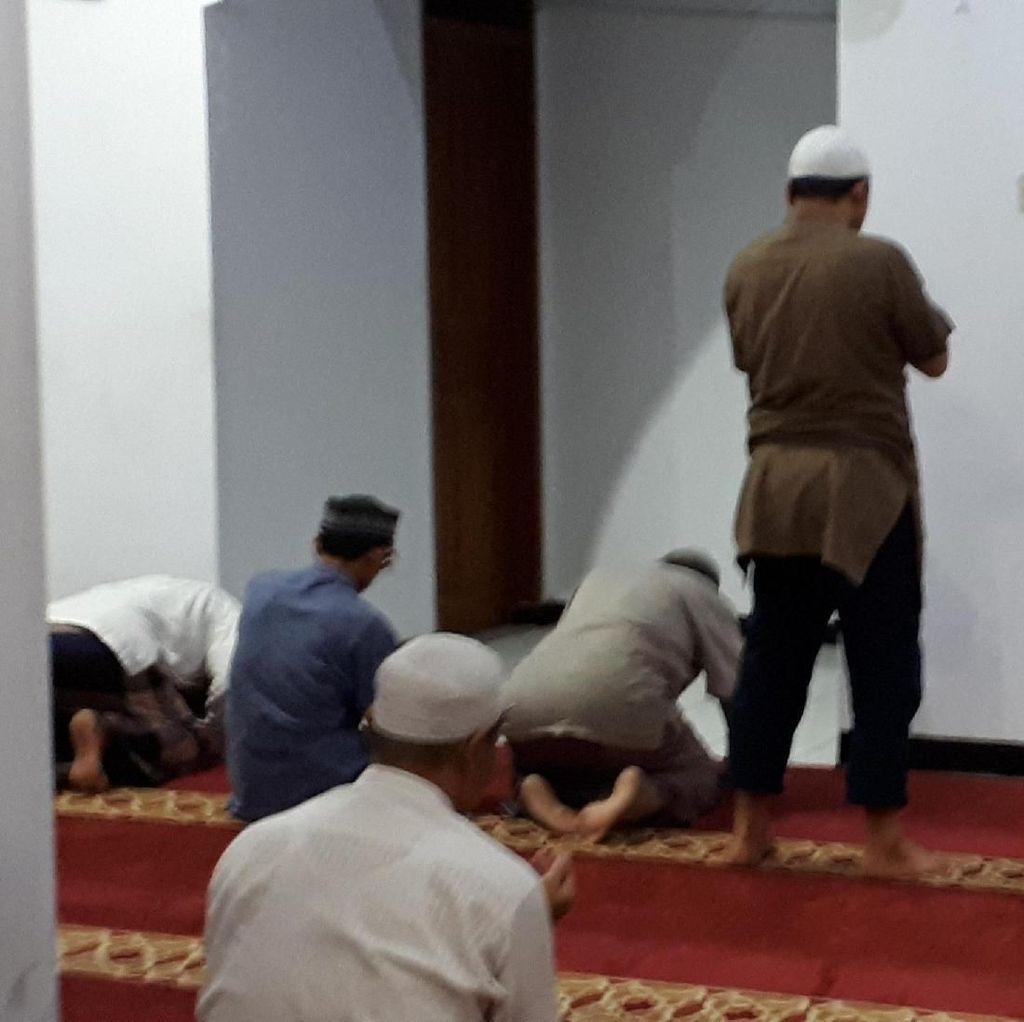 Novel Bergegas Menuju Rumah Usai Salat Subuh di Masjid Al Ihsan