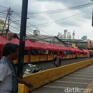 Pengunjung Lapak Tengah Jalan Sepi, Omzet PKL Tanah Abang Turun